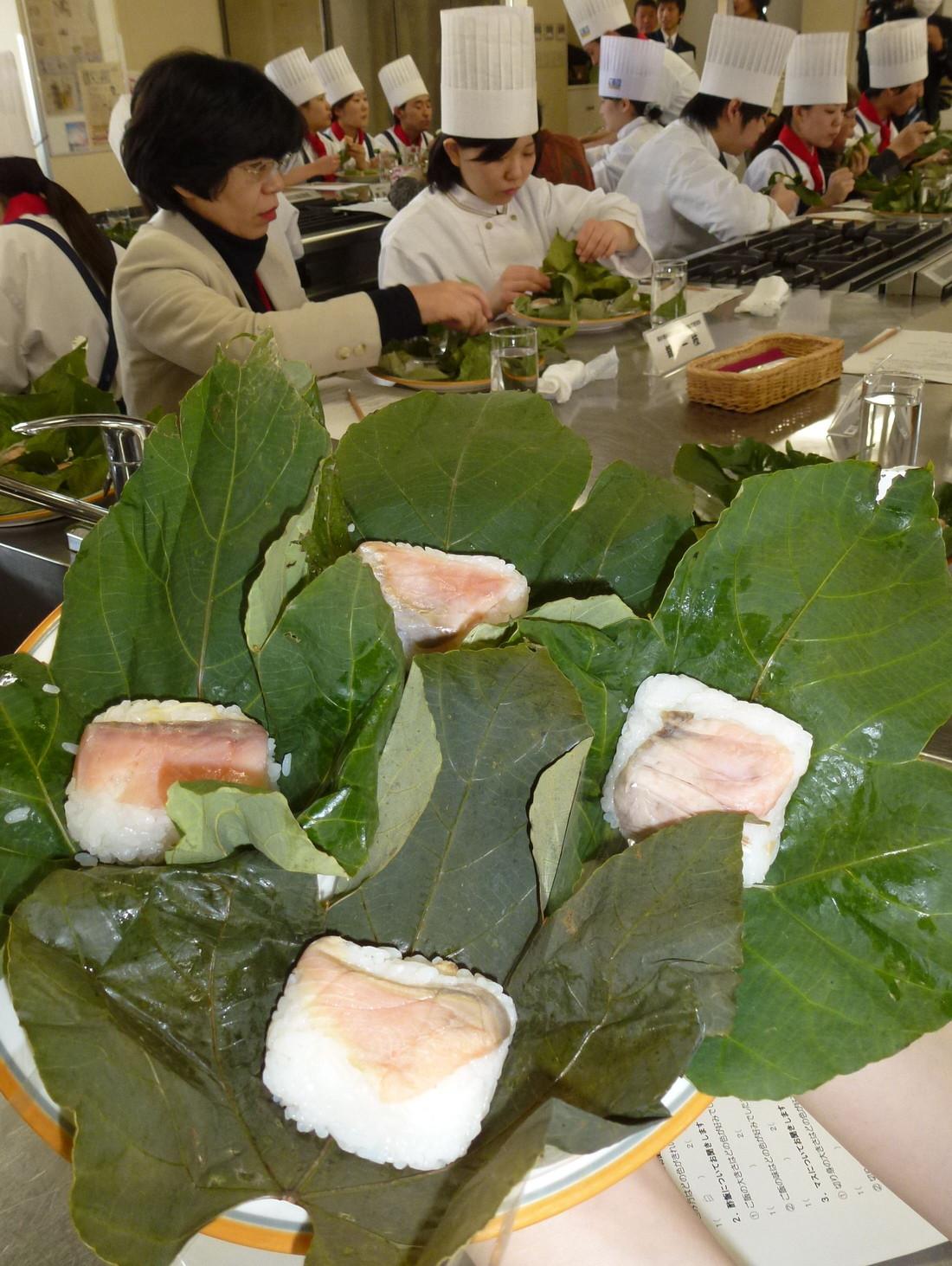 葉っぱ寿司づくり
